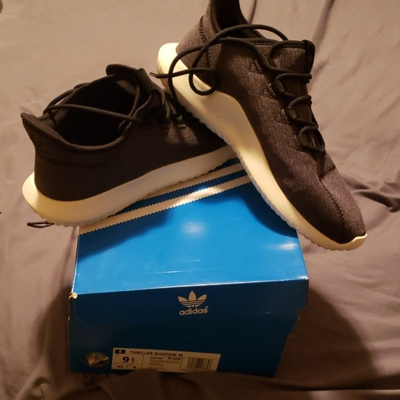 adidas Shoes - *NEW* Adidas tubular shadow